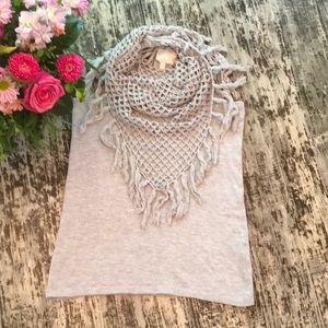 Tops - ⬇️Gray Racer Back Tank w/Crocheted Scarf Attached